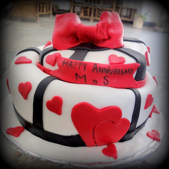 Love Anniversary Cake Images : Topsy Turvy Wedding Anniversary Love Cake Cakes.pk