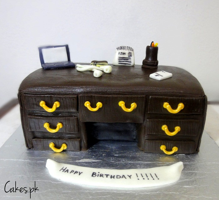 office desk theme cake 30 63 102 09 executive office desk themed cake
